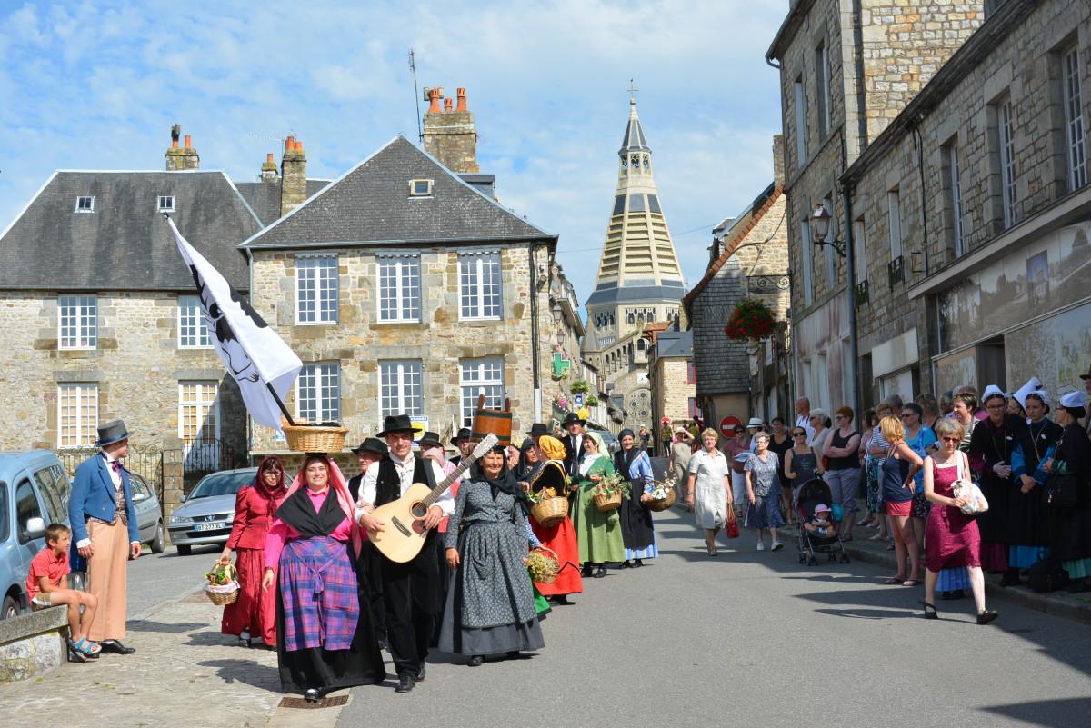 Les Corses ont fait une arrivée remarquée sur la place de la Roirie.