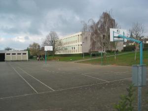 Terrain de sport du collège public Prévert à Domfront (Orne)