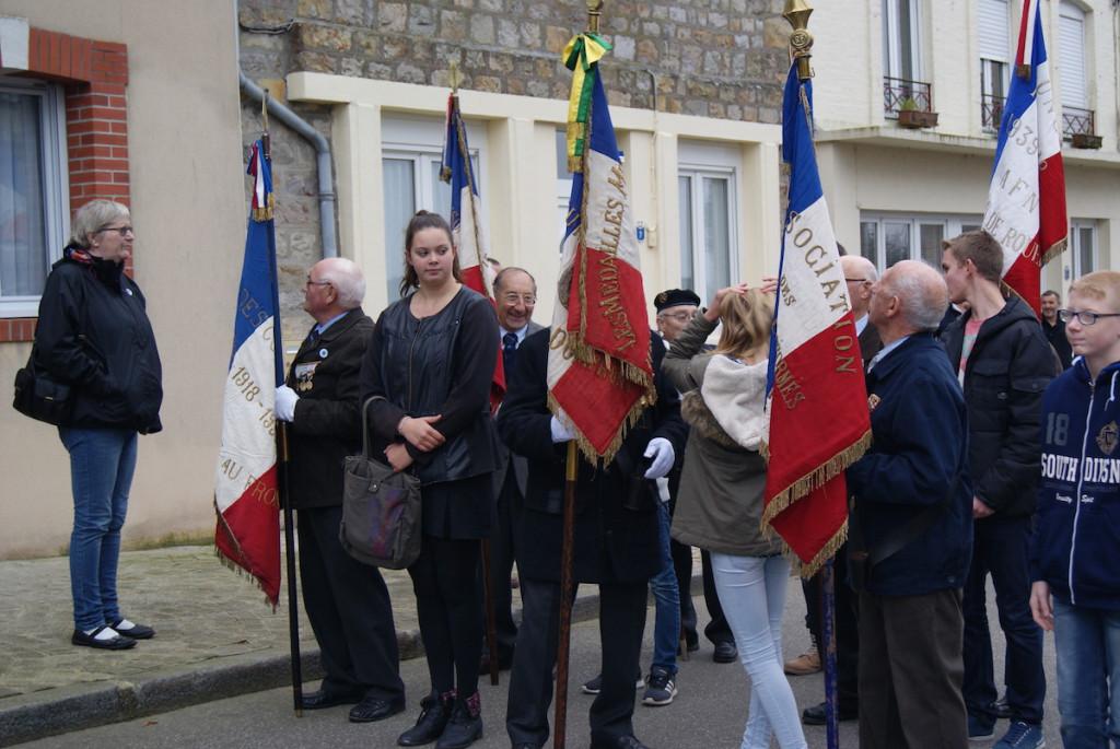 Les portes drapeaux dans le cortège de la cérémonie du 11 novembre 2015