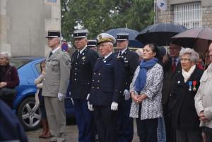 Les autorités civiles et militaires lors de la cérémonie du 11 novembre 2015