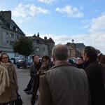 Les membres du conseil municipal et de l'office de tourisme avec la commission des Petites cités de caractère place du Panorama