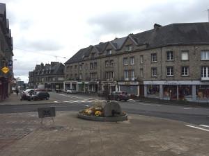 Carrefour de la route d'Alençon, lieu où sont concentré de nombreux commerces