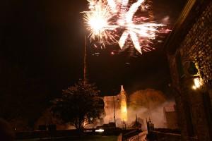 Feu d'artifice du 31 décembre 2015 sur le château de Domfront (Orne).