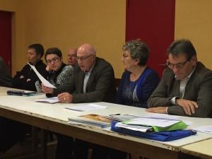 Joël Dromer élu domfrontais fait lecture de la charte de la commune nouvelle de Domfront-en-Poiraie