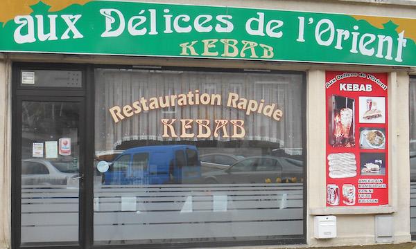 Aux délices de l'Orien, place de-Gaulle Domfront en Poiraie