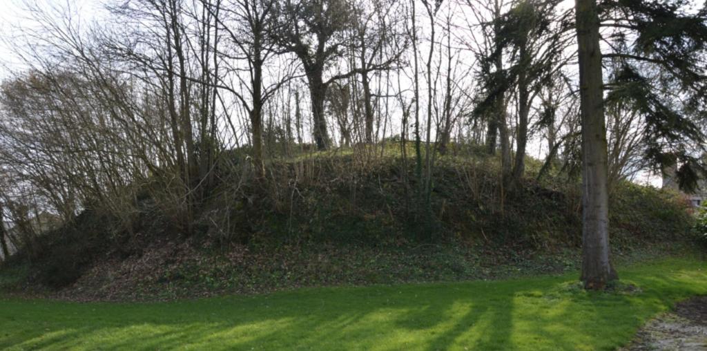 Motte de la Baroche-sous-Lucé