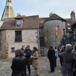 Les membres du conseil municipal et de l'office de tourisme avec la commission des Petites cités de caractère cour Marie-du-Rocher