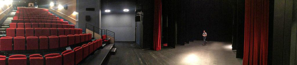 Vue panoramique du théâtre.