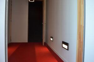 Le couloir menant aux gradins.