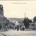 Le dynamisme touristique et commercial à travers les cartes postales anciennes en mairie.